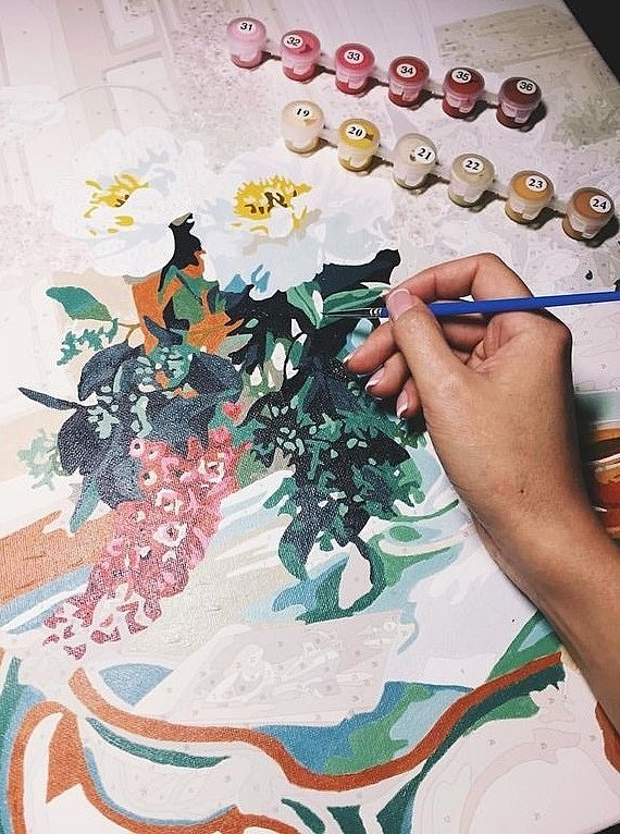 Как правильно держать кисть при раскраске Картины по номерам?